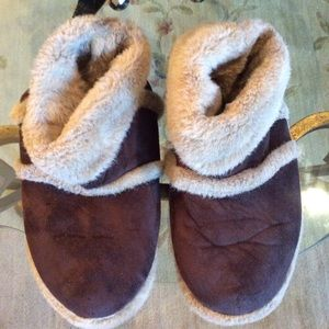Women's Slippers/ Boots Gently Worn Size 6-7